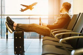Bagaż podręczny – czyli co można zabrać do samolotu?